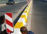 نصب تابلوهای راهنمایی و علائم هشدار دهنده ترافیکی درمسیر پل شهید کجباف به روایت تصویر